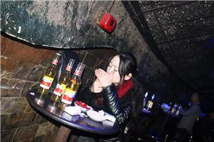 孤独时酒吧坐坐
