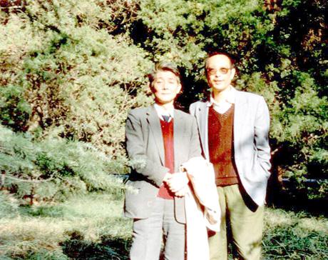 诗刊编辑部主任、诗人王燕生(左)和张廓,1991年在南京