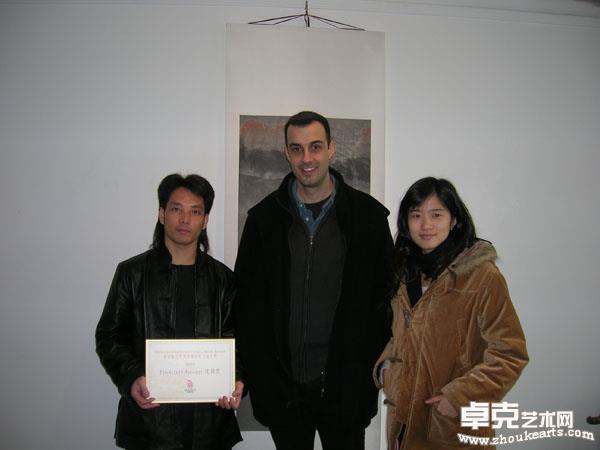 与艺术景画廊艺术总监萨米先生合影