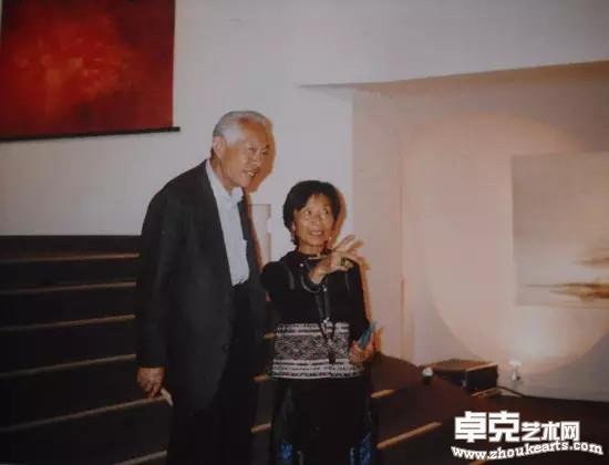 与谢景兰1990年在画展上