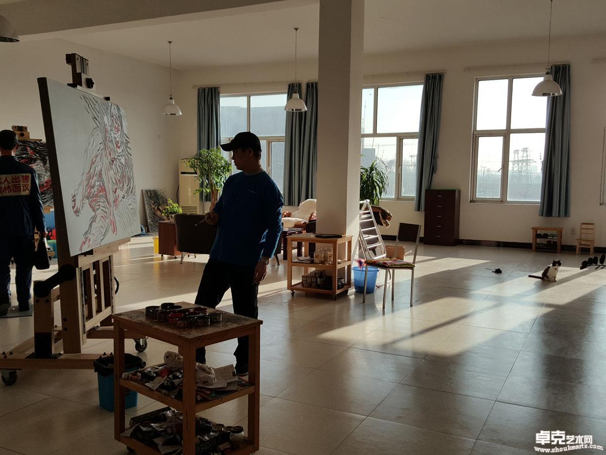 朱发东在工作室 2016