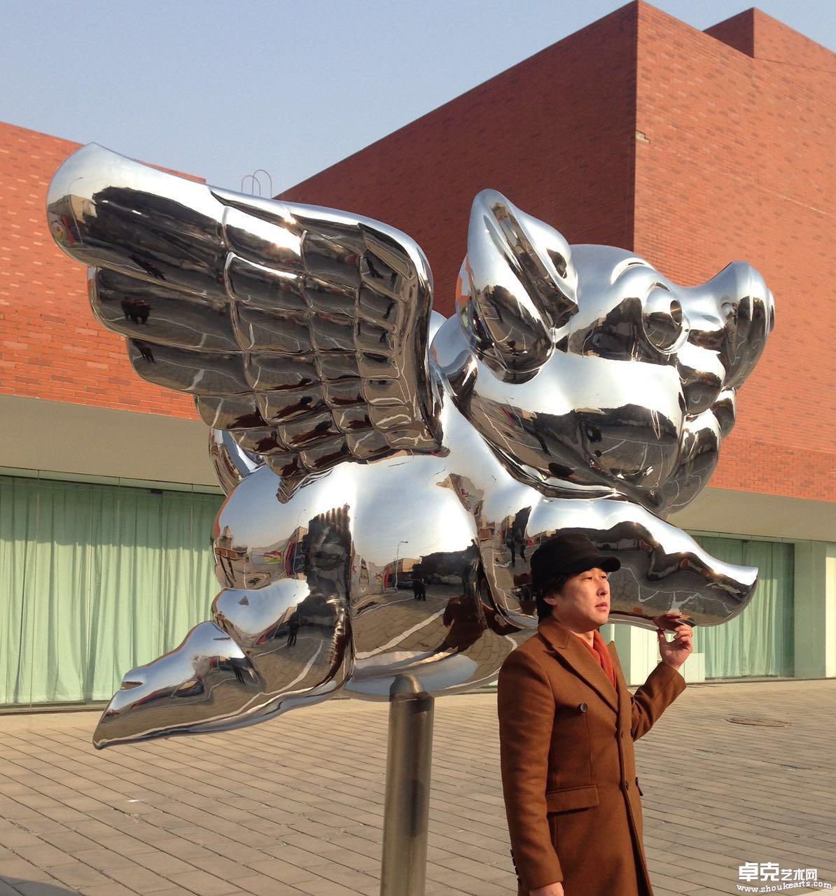 《飞天猪》      H2.88米L2.2米W1.9米
