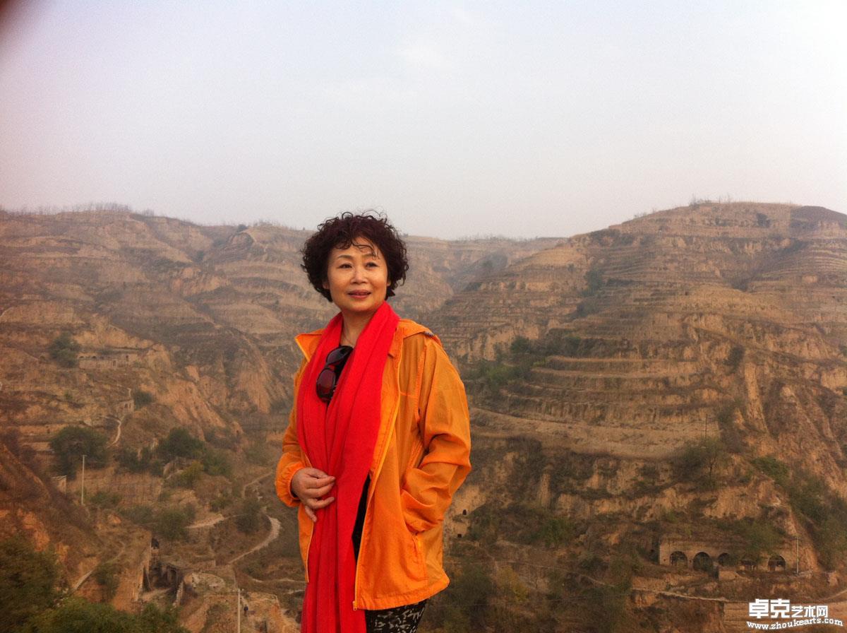 画家李江在黄河边